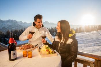Kulinarische Spezialitäten, ehrliche Gastfreundschaft und gemütliche Hüttenatmosphäre - das erwartet Skigourmets in Osttirol.