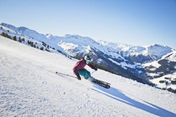 Der Skicircus Saalbach Hinterglemm Leogang Fieberbrunn ist eines der größten Skigebiete der Alpen. Mit der 365 CLASSIC Alpin Card können Wintersportler jetzt auch die Pisten der Schmitten und am Kitzsteinhorn mitnutzen.