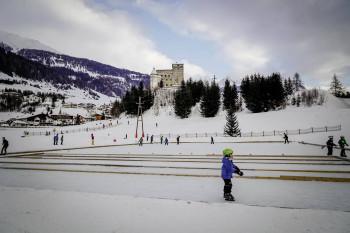 Die Natureisfläche der Winter Wunder Welt hält zahlreiche Freizeitmöglichkeiten bereit.