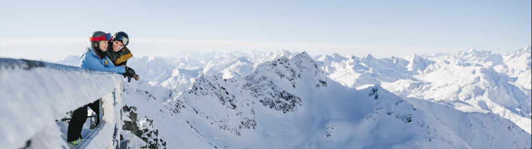 Pistenspaß und atemberaubende Aussicht erwartet Wintersportler in Andermatt Sedrun Disentis.