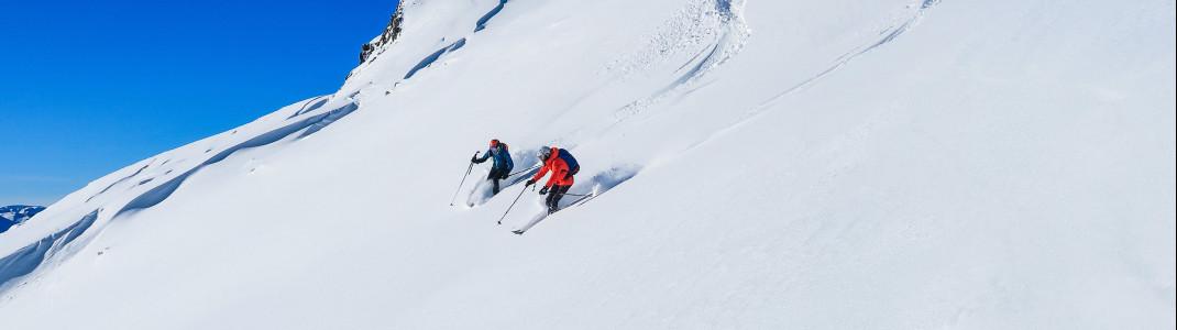 Endlose Tiefschneehänge und Schneegarantie bis April machen Gudauri zu einem Highlight für passionierte Skifahrer.