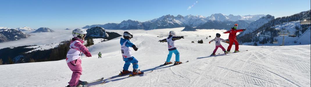 In der Almenwelt Lofer bieten zwei Skischulen Kurse an.