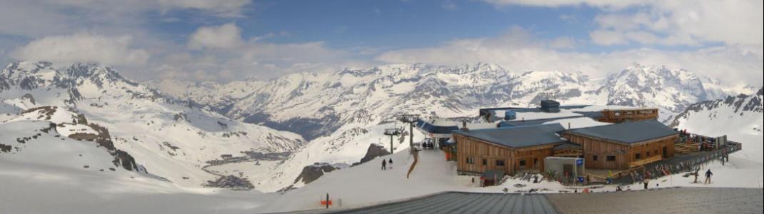 Eine traumhafte Aussicht hat man vom Grande Motte Gletscher in Tignes.