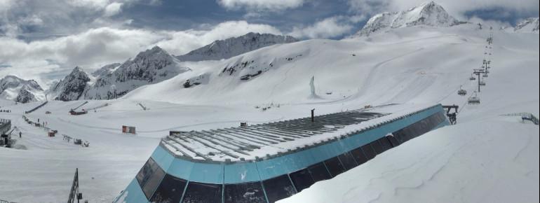 Über 30 Pistenkilometer kann man im Mai noch am Stubaier Gletscher erkunden.
