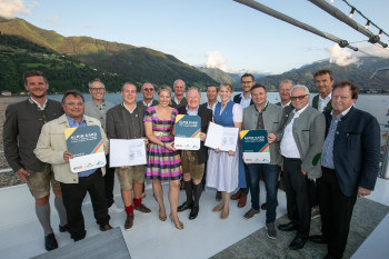 On Lake Zell, the representatives of the seven mountain railways have sealed the new network.