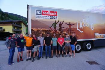 Ab nach Griechenland! Das Team aus Saalbach hat bereits den LKW für den FIS Kongress in Costa Navarino beladen.
