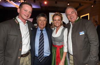 Sie blicken optimistisch in die Zukunft (v.l.): Alois Hasenauer (Bürgermeister Saalbach), Peter Schröcksnadel (ÖSV-Präsident), Alexandra Meissnitzer (ehemalige Skirennläuferin) und Bartl Gensbichler (Präsident des Salzburger Landesskiverbandes).