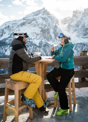 In Alta Badia kommst du in den Genuss erlesener Gastronomie und Weinen.