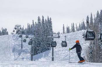 Vom Snowmass Base Village gehts mit der Elk Camp Gondola ins Skigebiet.