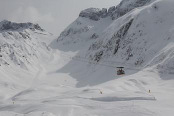 Mit der Prevala Seilbahn geht's zum gleichnamigen Gipfel. Von dort aus kann man mit dem Sedlo-Sessellift zwischen den Teilgebieten auf slowenischer und italienischer Seite wechseln.