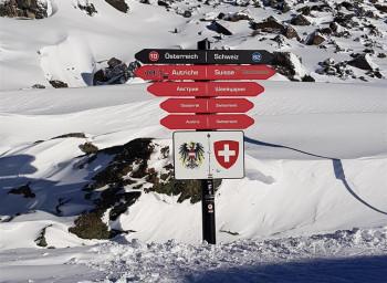 In der Silvretta Arena überquerst du auf Skiern die Landesgrenze zwischen Österreich und der Schweiz.