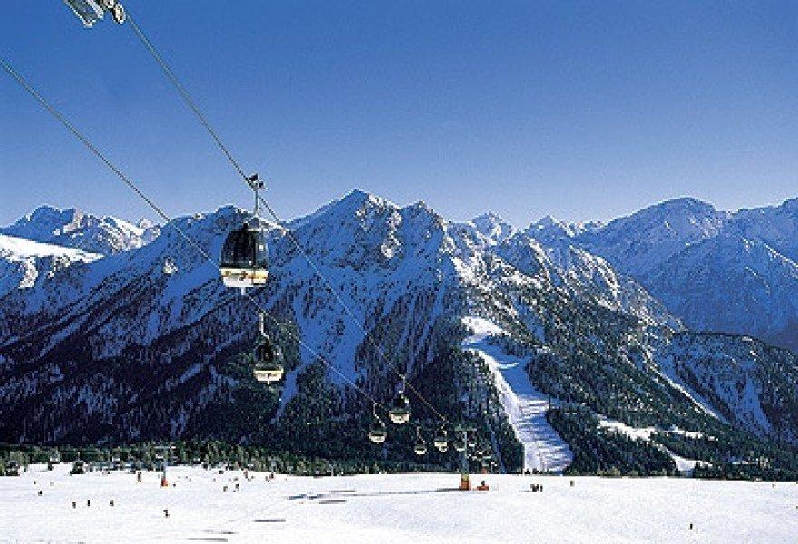 bei uns ist die skiwelt super spektakul r pistenkilometer liegen ihnen zu f ssen. Black Bedroom Furniture Sets. Home Design Ideas