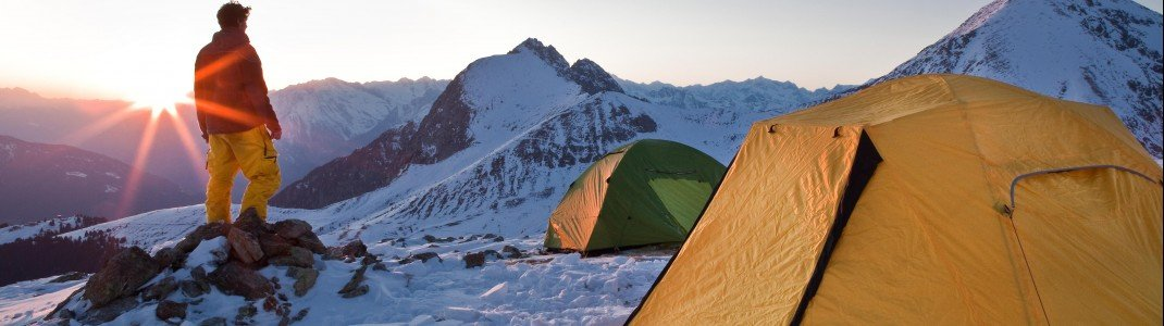 Im Salewa Base Camp übernachtet man auf 2300 Metern in Zelten.