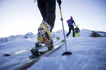 Im Rahmen einer Skitour kann man mit einem Bergführer zum Fundort von Ötzi laufen.