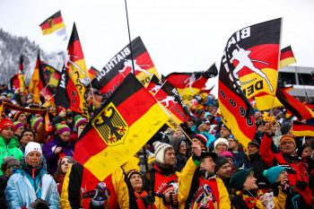 Auch wenn die deutschen Fans klar in der Überzahl sind, feiern doch alle Nationen gemeinsam.