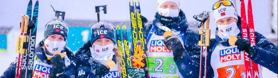 Im dichten Schneefall zum Sieg: Die norwegische Mixed-Staffel mit Marte Olsbu Röiseland, Tiril Eckhoff, Johannes T. Boe und Sturla Laegreid.