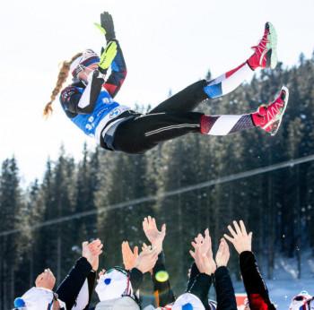 Eine fliegende Siegerin: Marketa Davidova aus Tschechien.