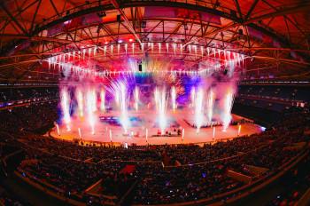 Zum Abschluss der Veranstaltung wird in der Veltins-Arena wieder ein großes Indoor-Feuerwerk gezündet.