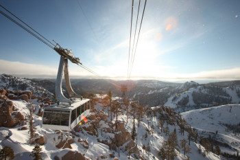 Lifts are standing still in the Californian resort of Squaw Valley due to the coronavirus spread.