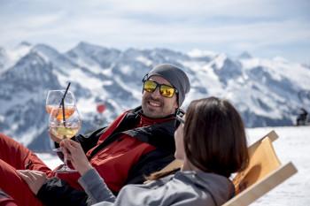 Den perfekten Skitag im Liegestuhl ausklingen lassen...