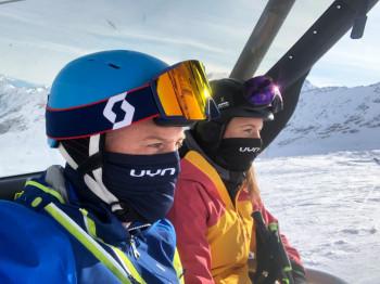 In der Schweiz sind nur medizinische Masken oder industriell gefertigte Textilmasken (Community Masks) in den Skigebieten zulässig.