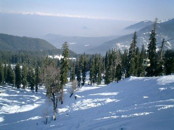 Das Skigebiet Gulmarg im Himalaya.
