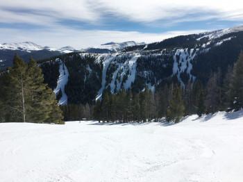 Im oberen Teil des Skigebiets Breckenridge warten steile Black Diamond Runs.