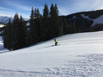 Traumhafte Pisten auf der Frontside und unberührte Tiefschneehänge in den Back Bowls - das ist Skifahren in Vail.