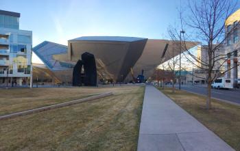 Das Denver Museum of Art beeindruckt schon mit seiner Fassade.