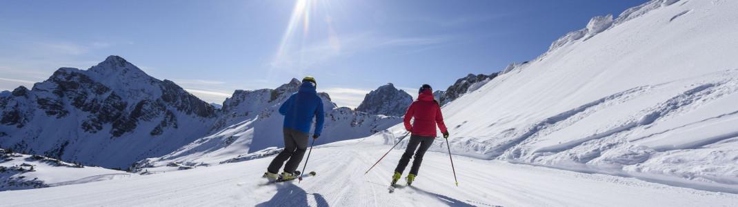 Bestens präparierte Pisten, urige Hütten und traumhaftes Panorama - das haben alle Skigebiete im Tannheimer Tal gemeinsam