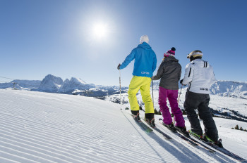 Skifahren auf der Seiser Alm, inmitten des UNESCO-Welterbes Dolomiten.