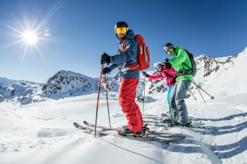 Abwechslungsreiche Pisten und traumhafte Ausblicke erwarten Wintersportler in Fügen-Kaltenbach im Zillertal