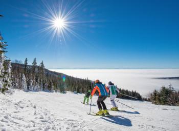 Wer an der Bergstation der neuen Reischlbergbahn aussteigt, der hat einen tollen Panoramablick vor sich. Besonders schön ist es, wenn im Tal noch der Nebel liegt.