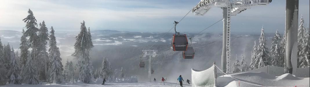 Die Skifahrer fahren direkt unter den neuen Reischlberg-Gondel hindurch.