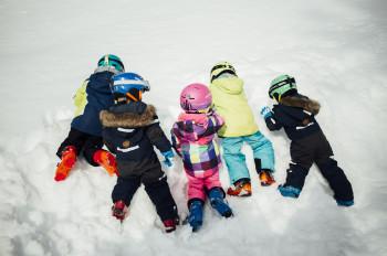 Die qualitätsgeprüften Familien-Skiregionen in Tirol haben sich auf die Bedürfnisse von Familien mit Kindern spezialisiert.