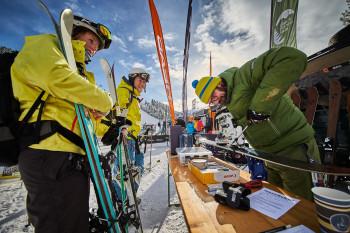 Kostenlose Skitests: Profis beraten dich und stellen dir die Ski vor Ort richtig ein.