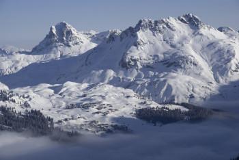 Aussicht auf den autofreien Ort Oberlech am Arlberg.