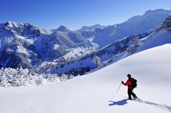 Schneeschuhwanderungen führen durch die winterliche Landschaft von Malbun.