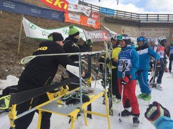 Der letzte Schliff bei der Toko-Skiservice-Station.