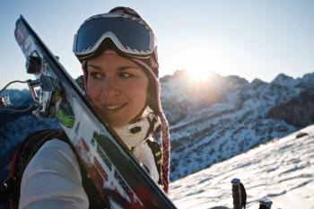 Der Trubel der Skigebiete ist dir zu viel? Dann ist Tourengehen genau das Richtige für dich!