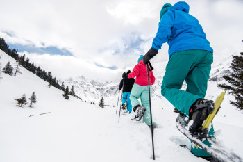 Das Gasteinertal lässt sich wunderbar mit Schneeschuhen oder beim Wandern erkunden.
