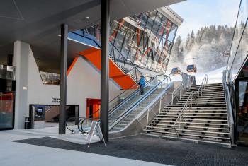 Rolltreppen an der neuen Talstation sorgen für einen komfortablen Zustieg.