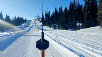 Ein Traum für Langläufer: Die Höhenloipen (rechts) im Silver Star Mountain Resort. Insgesamt stehen 55 km Loipen zur Verfügung.