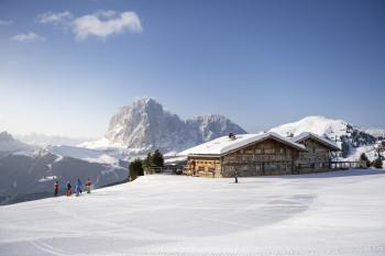 Abwechslungsreiche Pisten, atemberaubende Ausblicke und gemütlicher Einkehrschwung - das ist Skigenuss in Südtirol.