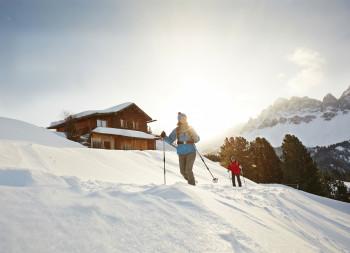 Entdecke beim Tourengehen, Schneeschuhwandern oder Langlaufen die Stille der Natur