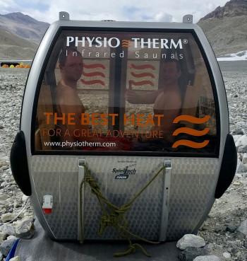 Die Extremsportler erwartet seit April eine Infrarotkabine mit LED-Beleuchtung und duftendem Tiroler Zirbenholz am Base Camp.