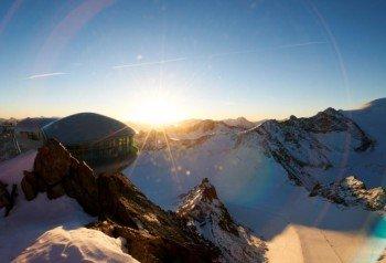 Unbeschreibliche Panoramen von Österreichs höchste Seilbahn auf dem Pitztaler Gletscher
