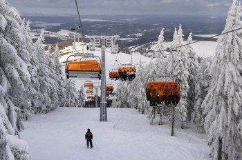 Der Cine Star Express war bei seiner Einweihung 2012 der erste Sessellift mit oranger Wetterschutzhaube in der Tschechischen Republik.