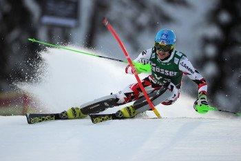 Viele Bodenwellen und Kanten machen den Ganslernhang für die Slalomfahrer schwer berechenbar.