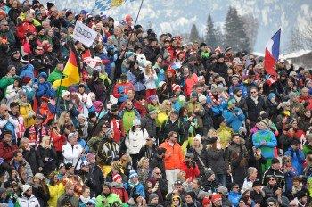 Teilweise über 40.000 Menschen jubelten im Ziel den Rennläufern zu.